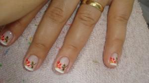unhas-decoradas-com-francesinha-flores