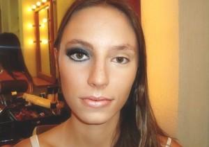 Aumente-ou-diminua-os-olhos-com-truques-na-maquiagem-3
