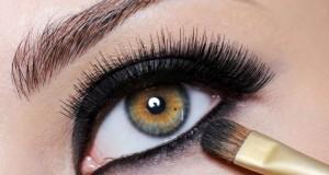 Aumente ou diminua os olhos com truques na maquiagem