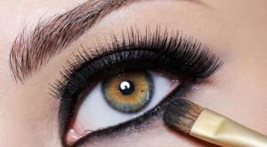 Aumente-ou-diminua-os-olhos-com-truques-na-maquiagem-5