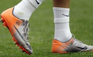 Chuteiras-de-Cristiano-Ronaldo-laranja