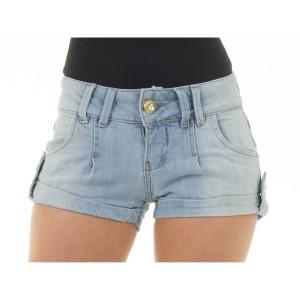 Shorts-jeans-é-a-peça-chave-do-verão-2015-short