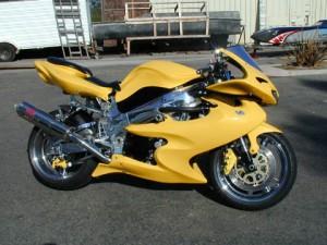 modelos-de-motos-hornet-amarela