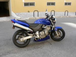 modelos-de-motos-hornet-azul