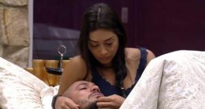 Amanda provoca Fernando: 'Assume logo que você morria de amor por mim'