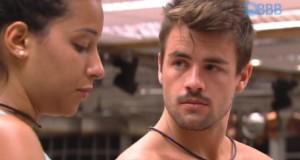 Bate-papo: Talita e Rafael se beijam, mas ex-sister dá bronca ao pé do ouvido